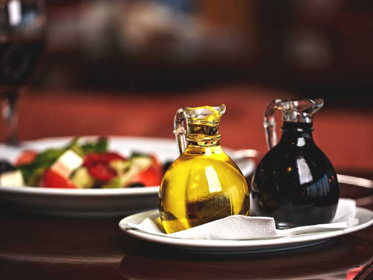 7 Balsamic Vinegar Health Benefits for Weight Loss, Skin, and More