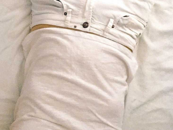 Upper Left Abdominal Pain Under Ribs: Symptoms and 18 Causes