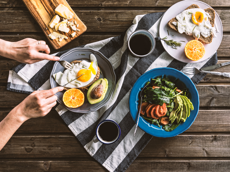 Is Eating Raw Eggs Safe And Healthy