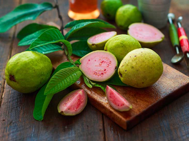 8 Health Benefits of Guava Fruit and Leaves