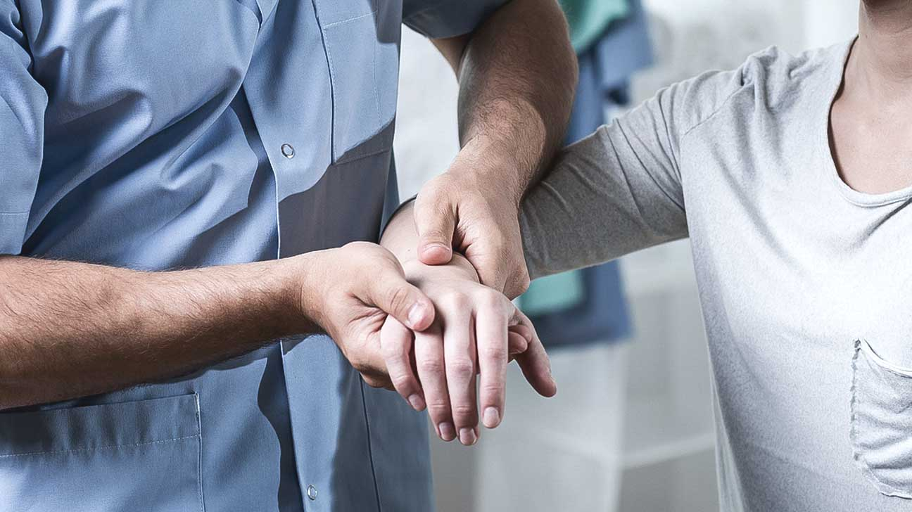 A rheumatologist that treats What a rheumatologist treats in adults 36