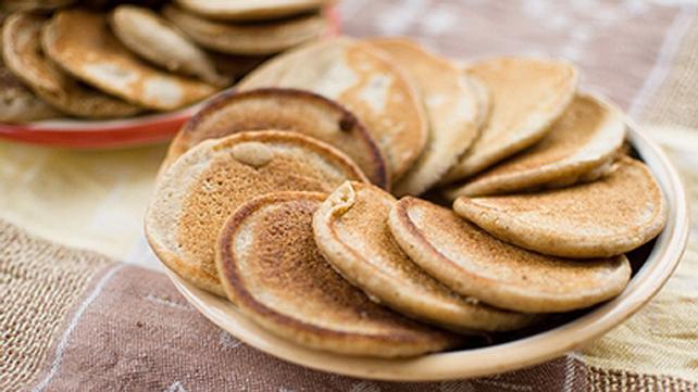 apple almond pancakes on plates