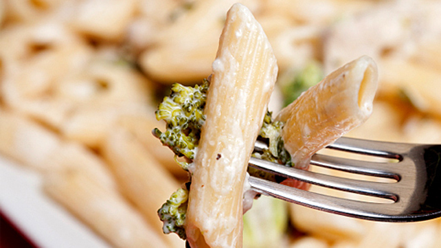Creamy Roasted Garlic Chicken and Broccoli Pasta