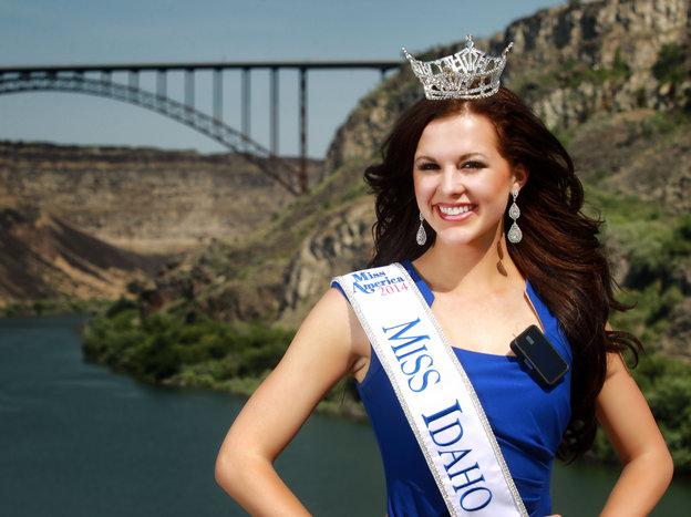 Miss Idaho Sierra Sandison with tslim
