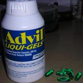 Advil, photo courtesy of Damian Finol, CC-BY-SA-2.5 || Advil, photo courtesy of Damian Finol, CC-BY-SA-2.5