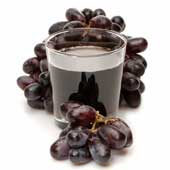 Grape juice and fresh red grapes.