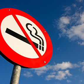 A no smoking sign