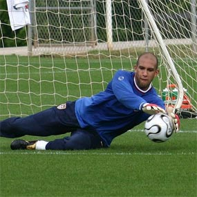 Tim Howard makes a save.