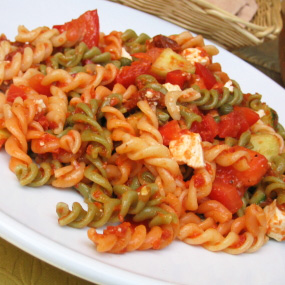 Whole Wheat Pasta with Spinach, Tomato, and Feta