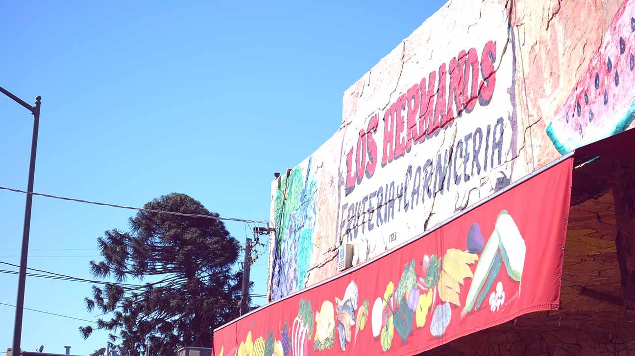 Los Hermanos market