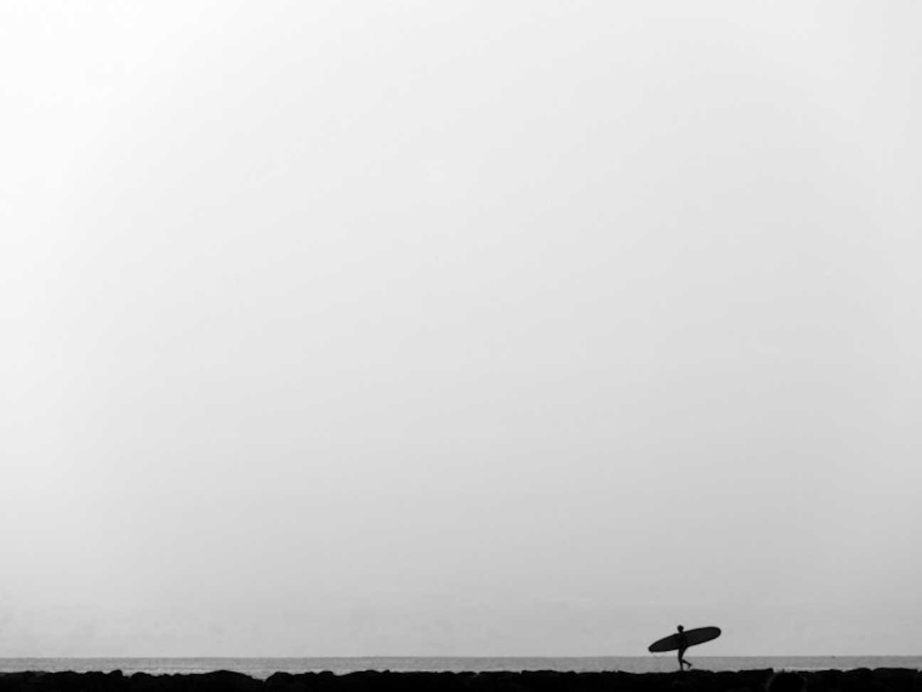 lone(ly) surfer