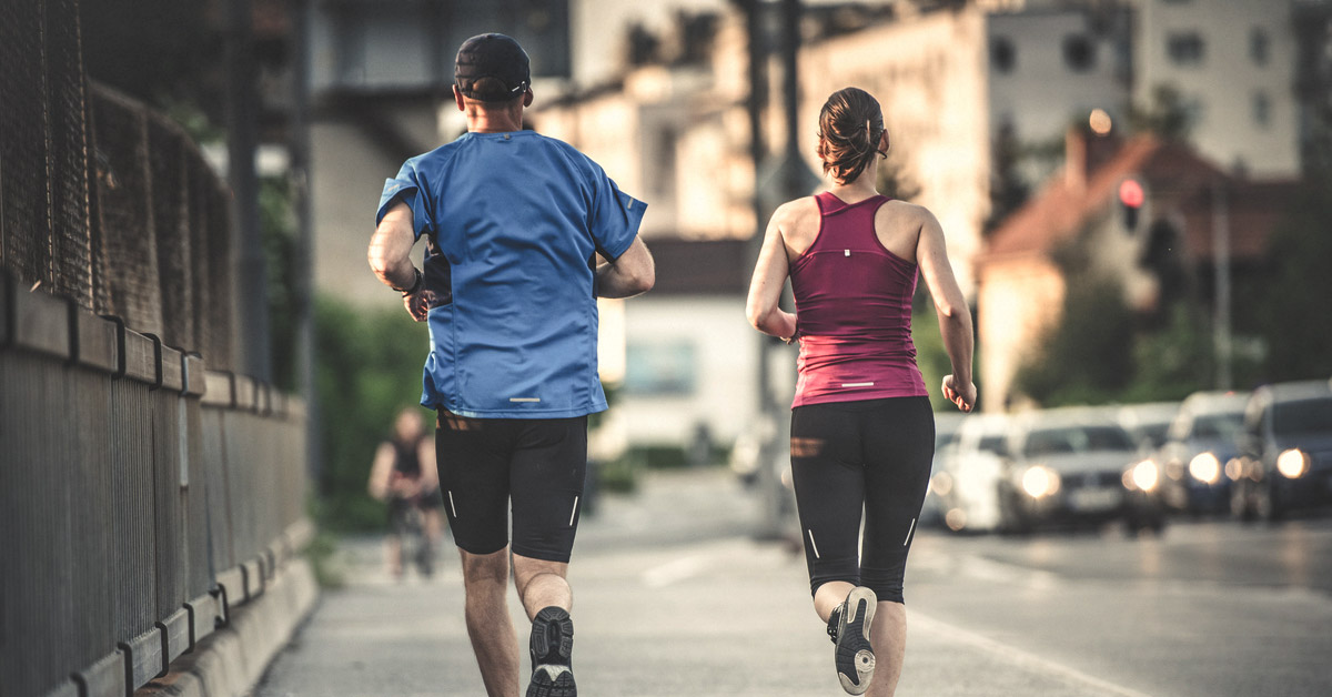 compare and contrast aerobic physical activity with anaerobic physical activity