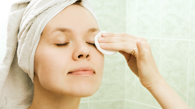 How to Make Homemade Eye Makeup Remover