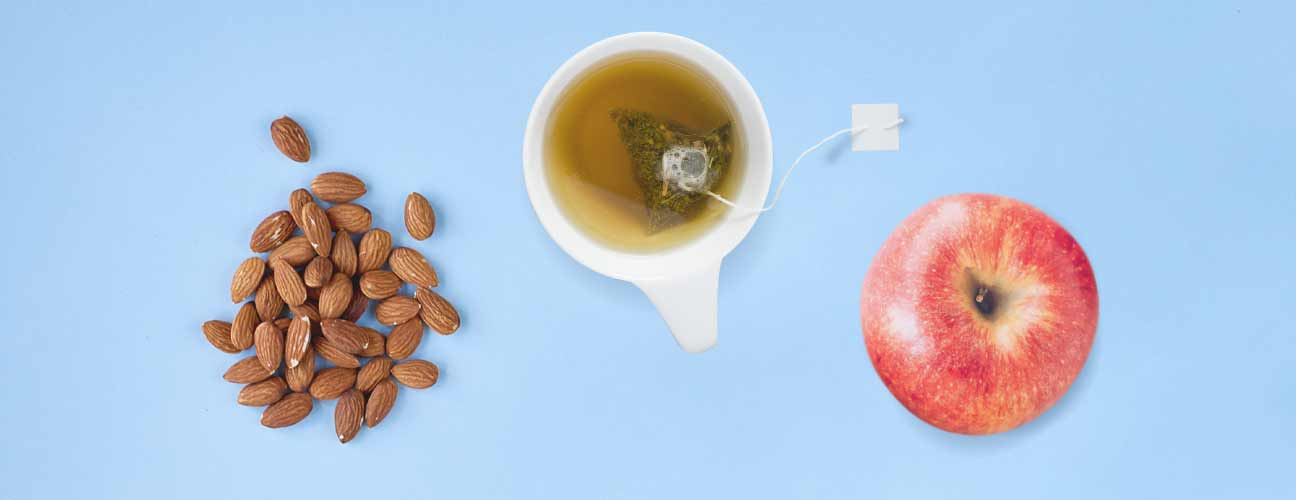 green tea with apple and almond