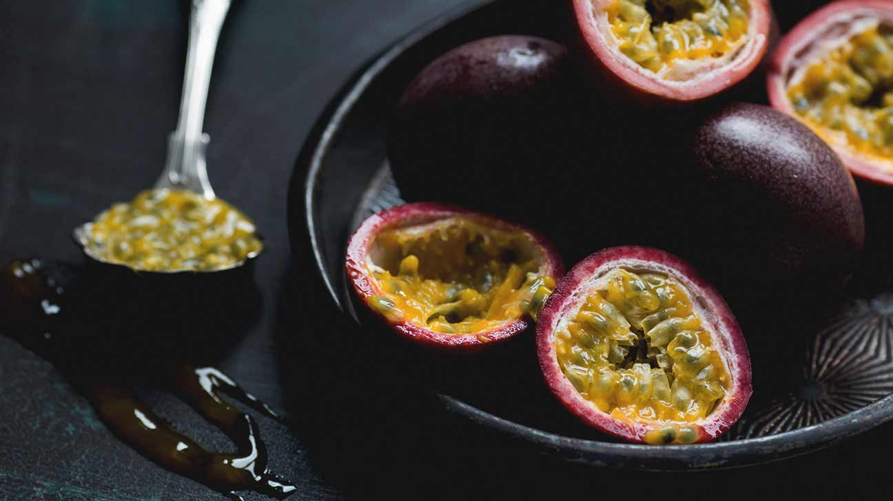 how to eat passion fruit