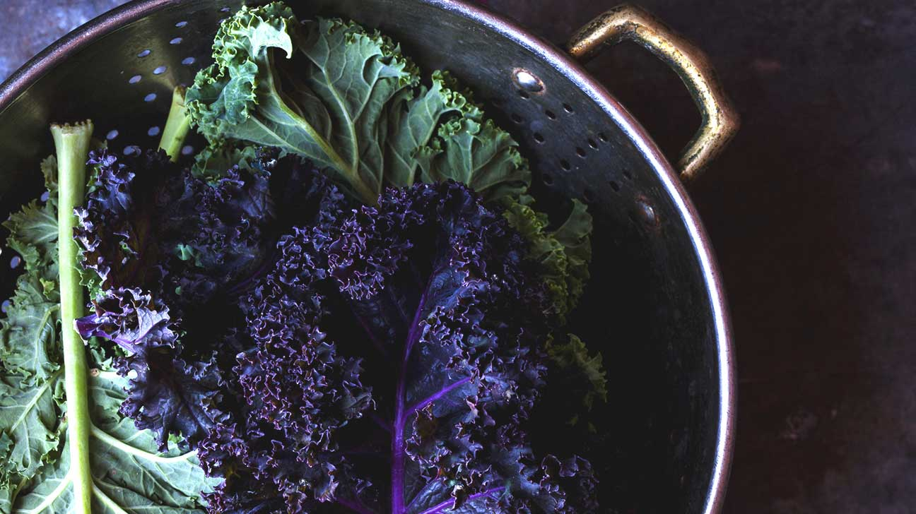What are the benefits of eating raw kale