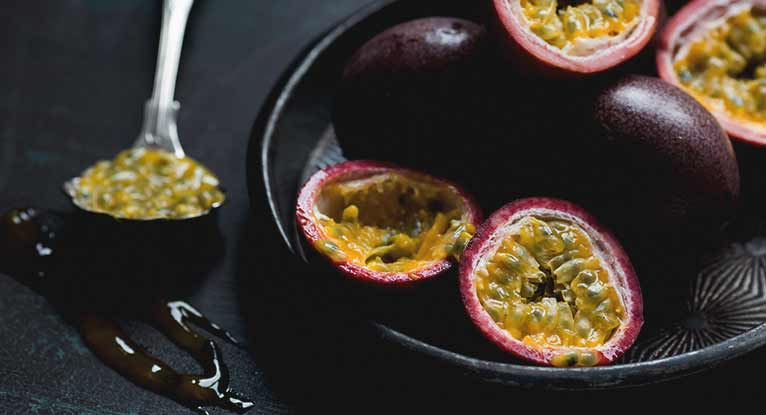 How to Eat Passion Fruit: 5 Easy Steps