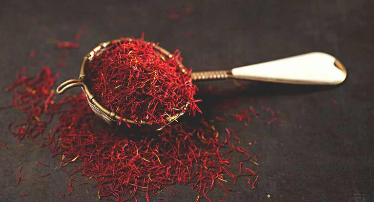 Saffron Tea: 5 Benefits and How to Make It