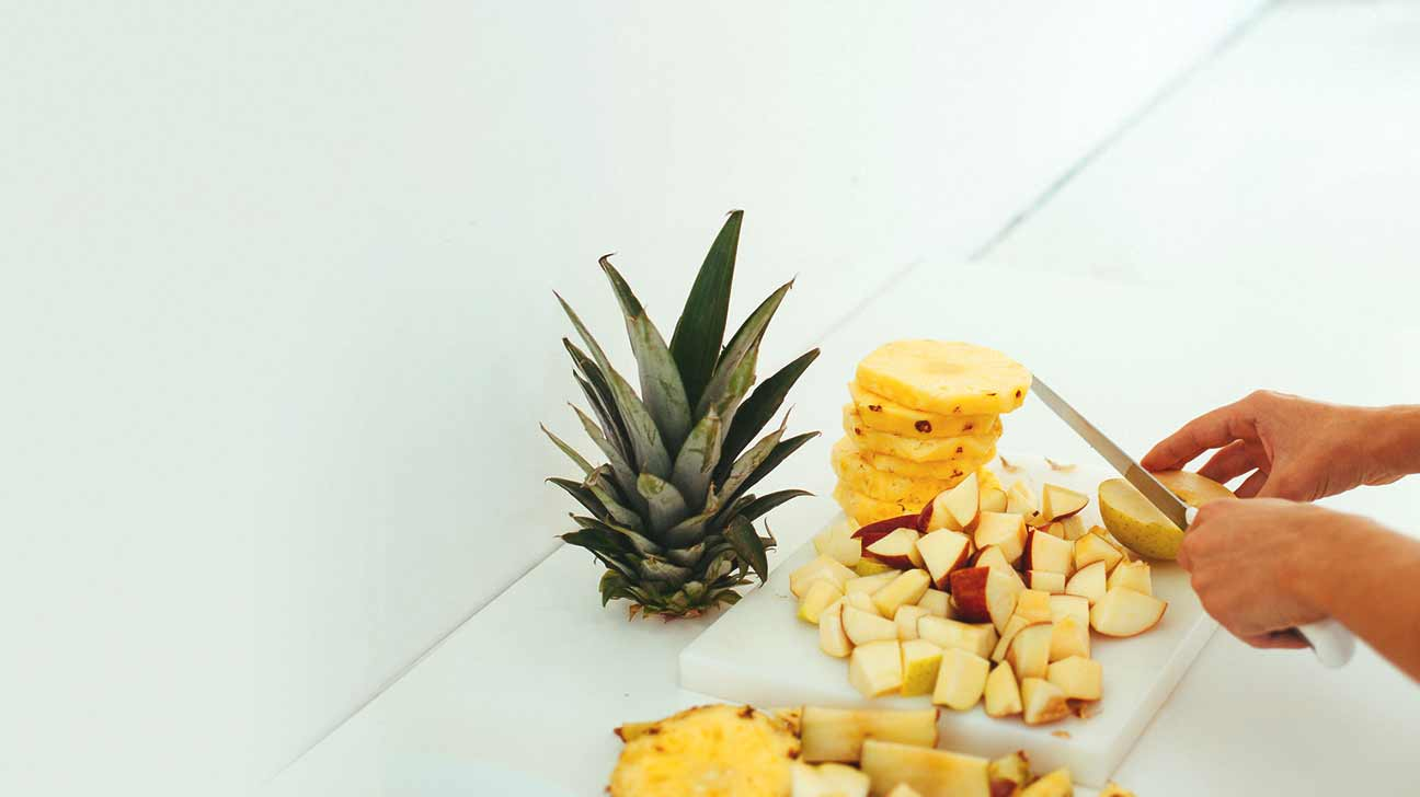 Pineapple allergy symptoms management and more for Can you be allergic to fish