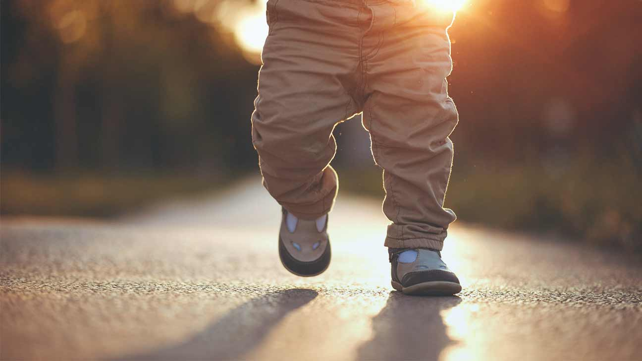 how to make a baby start walking