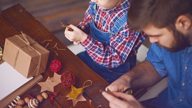 Christmas traditions for kids family holiday ideas - What you can do with acorns a bit of health and embellishment ...