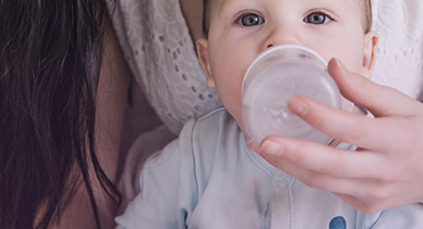 Breast-Feeding vs. Bottle-Feeding: The Pros and Cons