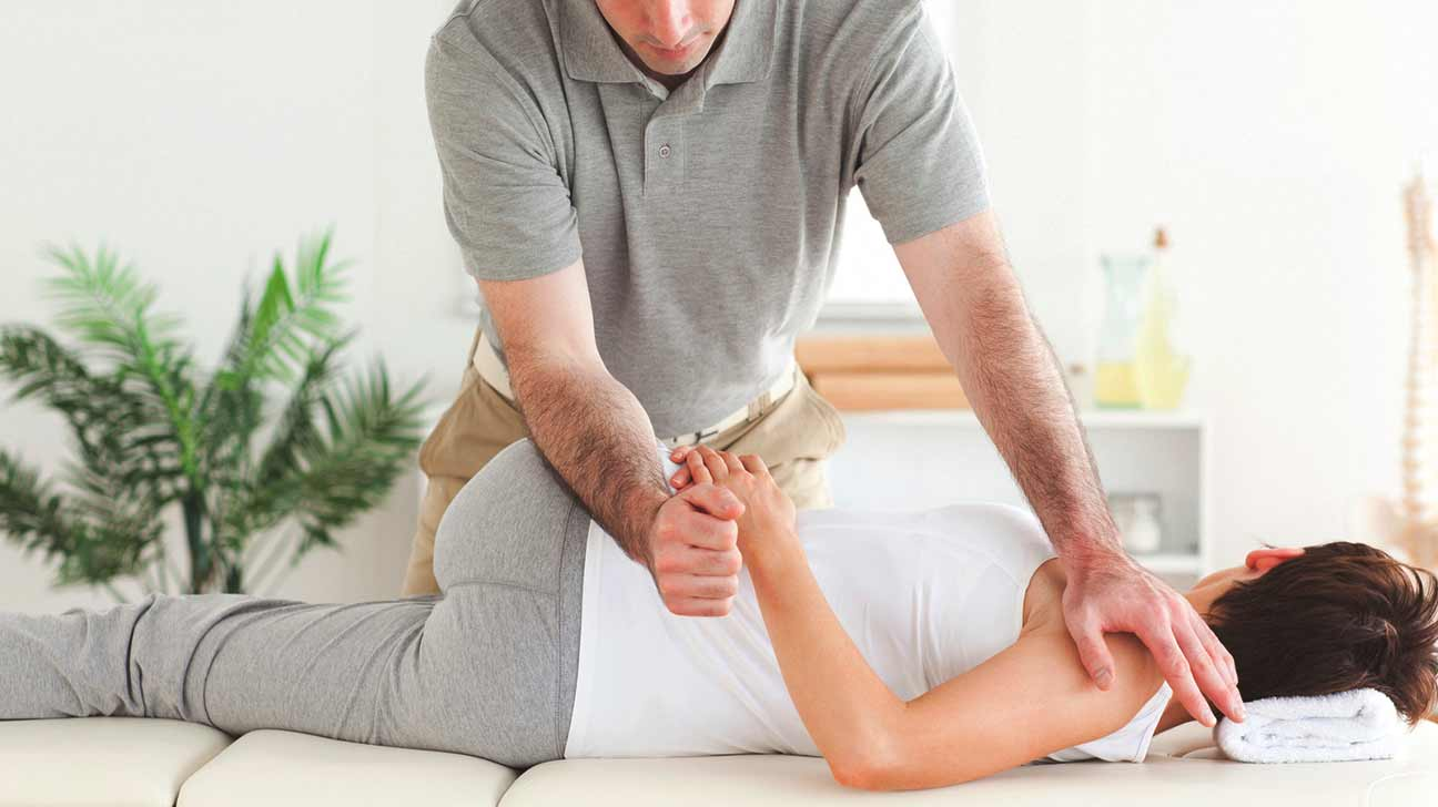 chiropractor and pregnant woman