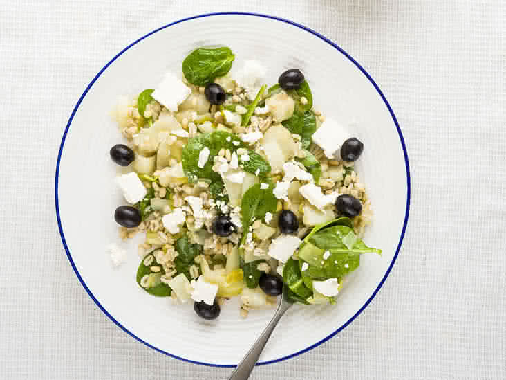 Should Pregnant Women Hold Off Eating Feta Cheese?
